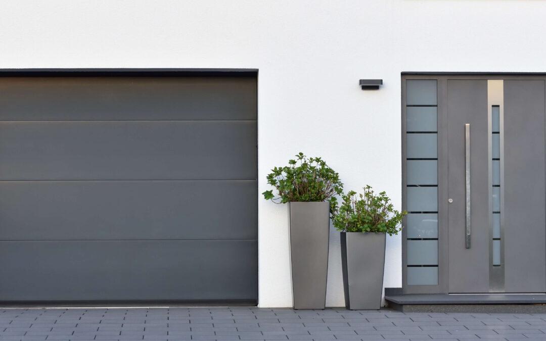 Garaż czy miejsce postojowe – co wybrać?